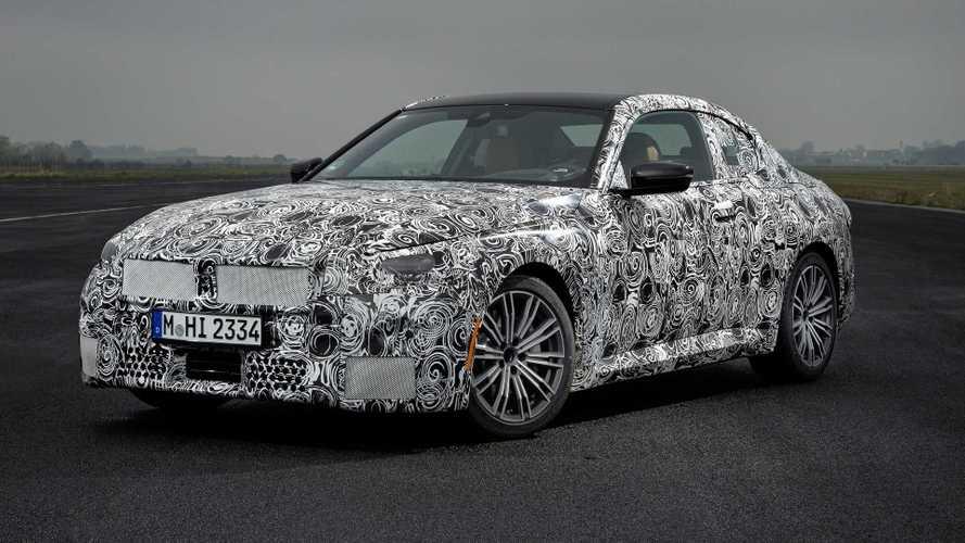 Nuova BMW Serie 2 Coupé, prime foto ufficiali della RWD da 374 CV