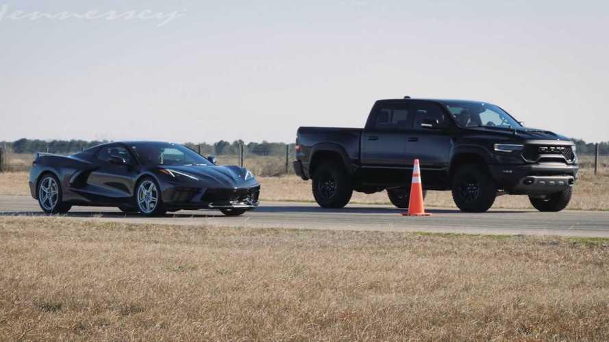 Ram 1500 TRX ve Chevrolet Corvette C8'in yarışında kazanan kim olacak?