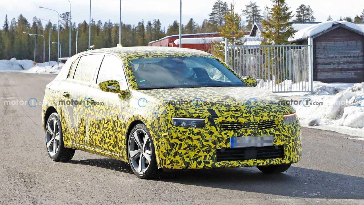 Opel Astra (2021) erneut als Erlkönig erwischt