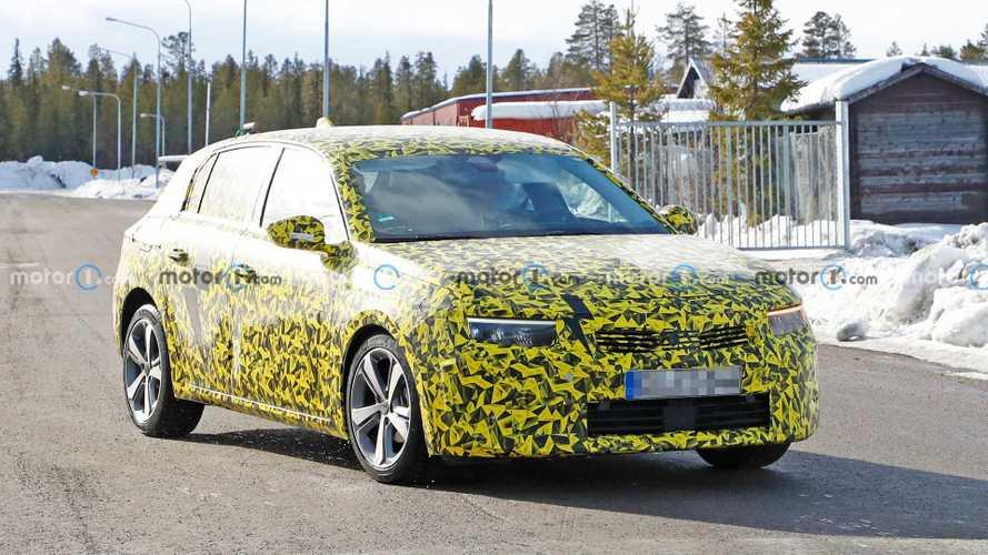 Der brandneue Opel Astra L (2021) posiert schon wieder als Erlkönig