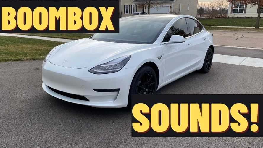Tesla's silly horn & Boombox sounds curb road rage