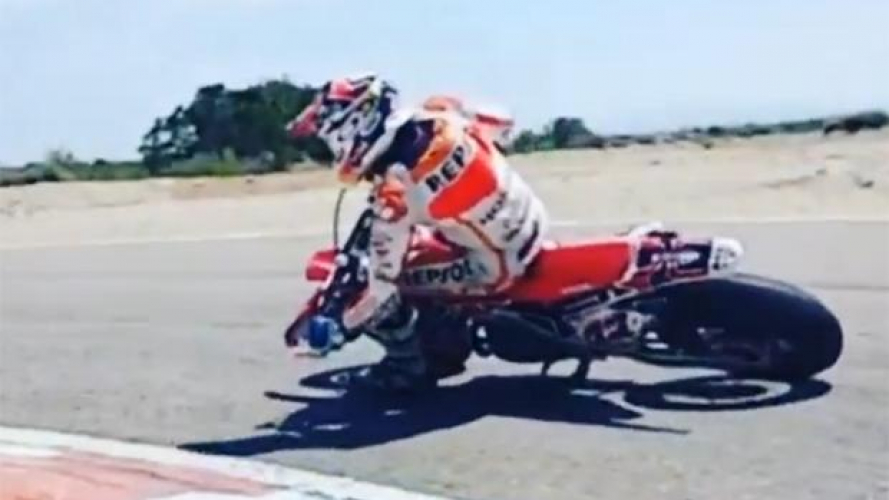 Marc Marquez di traverso con il Supermotard [VIDEO]