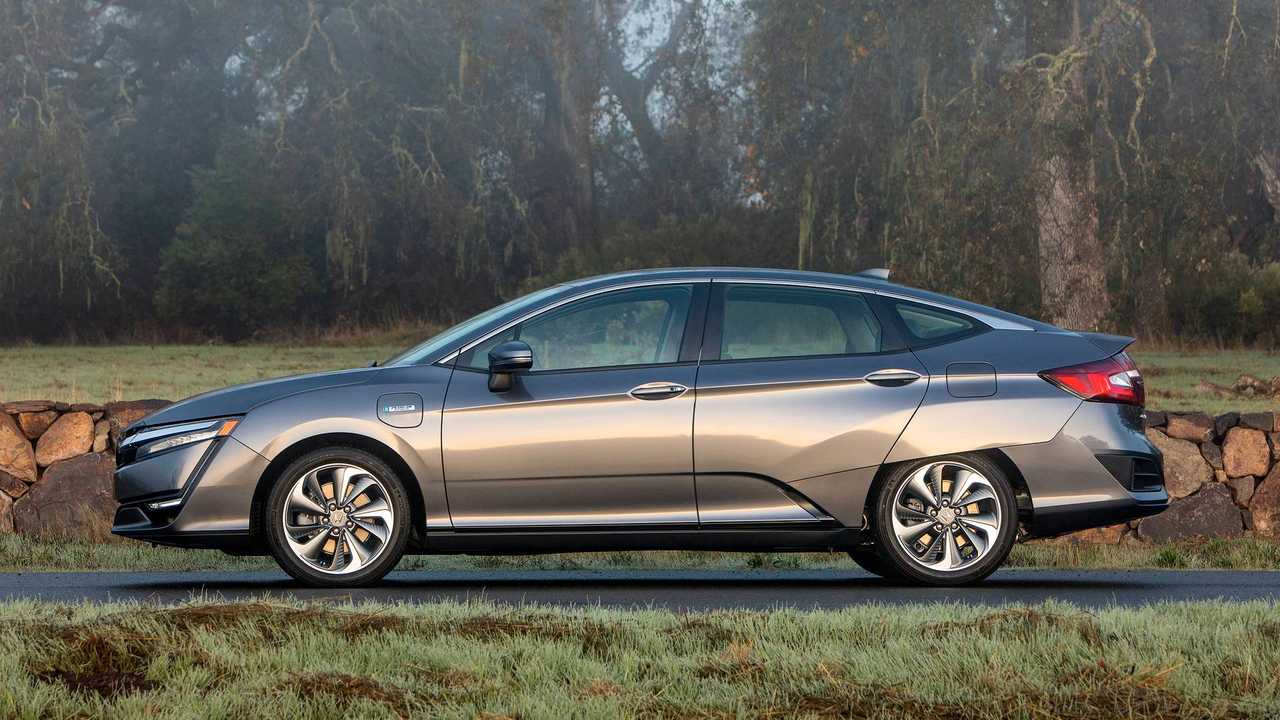 Honda Clarity PHEV Versus Nissan LEAF: Which Wins In Overall Value?