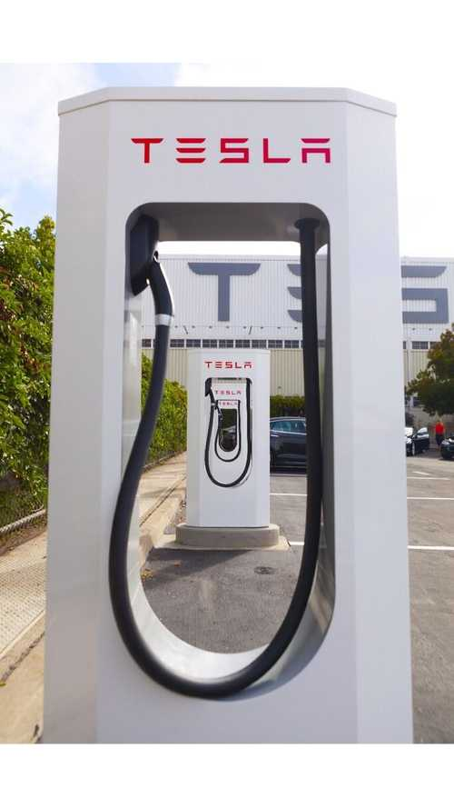 Tesla Teams With Hy-Vee Grocery Chain To Get Superchargers Installed In Midwest
