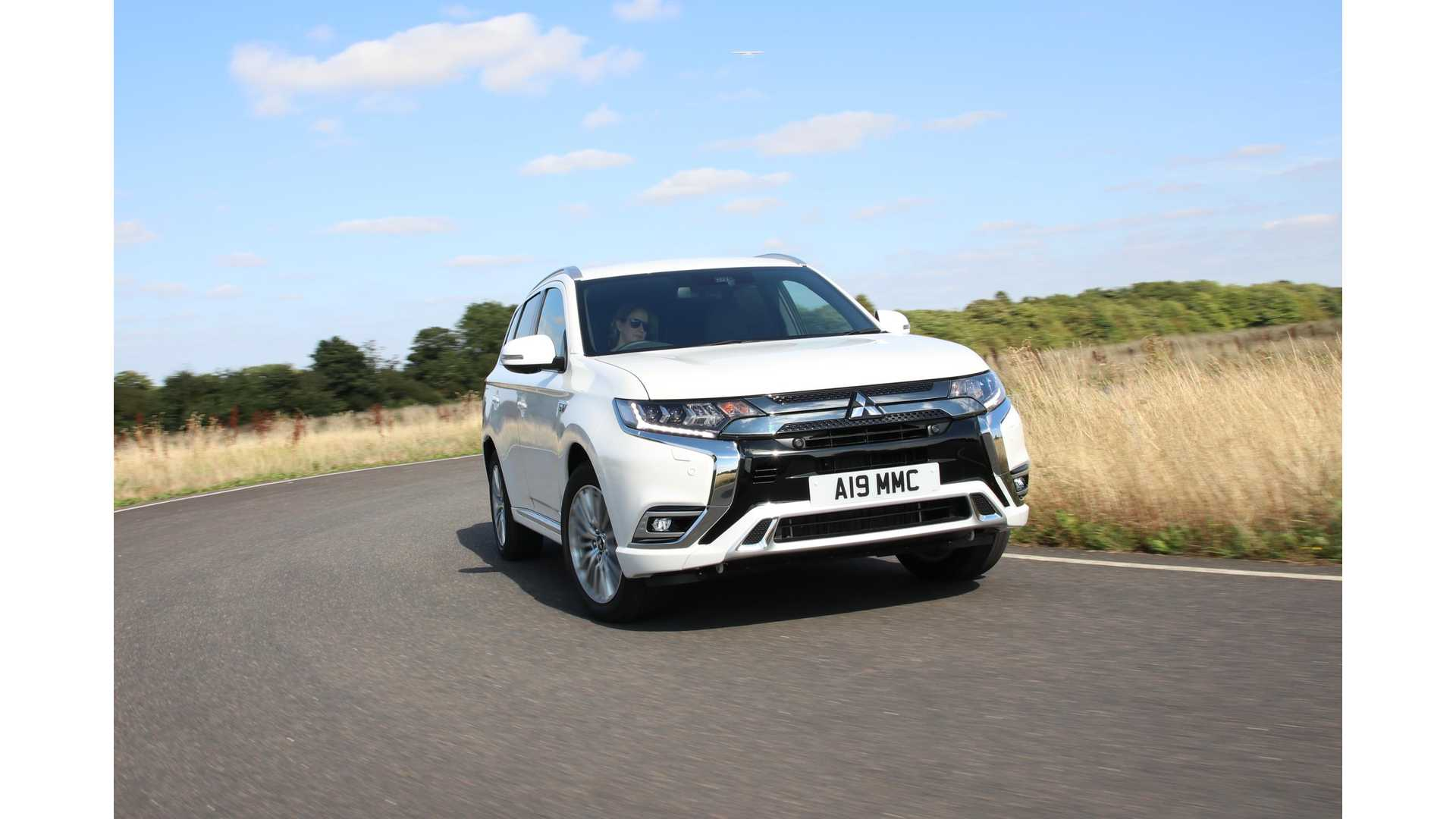 Carwow Reviews The 2019 Mitsubishi Outlander PHEV: Video