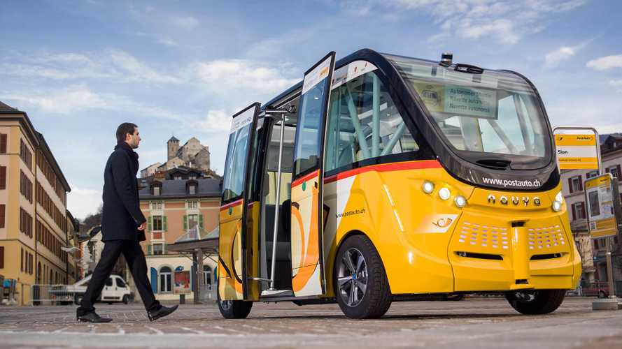 Navya Arma Electric Self-Driving Shuttles Visits 2017 CES - Video