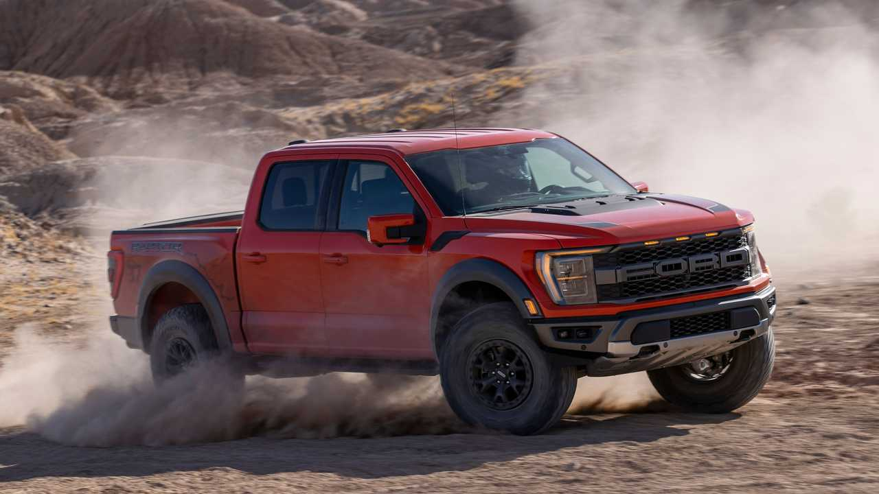 2021 Ford F-150 Raptor kicking up dust