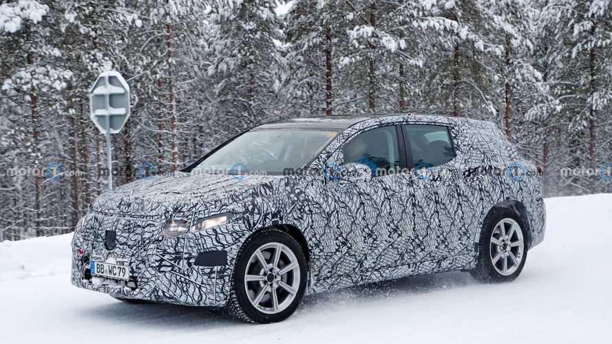 Mercedes-Benz EQS SUV, karlar içerisinde görüntülendi
