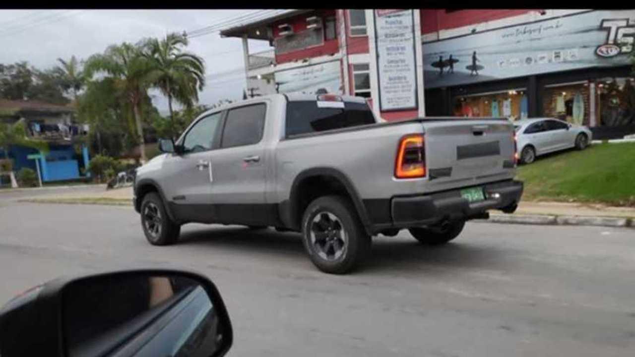 Flagra: RAM 1500 no Brasil