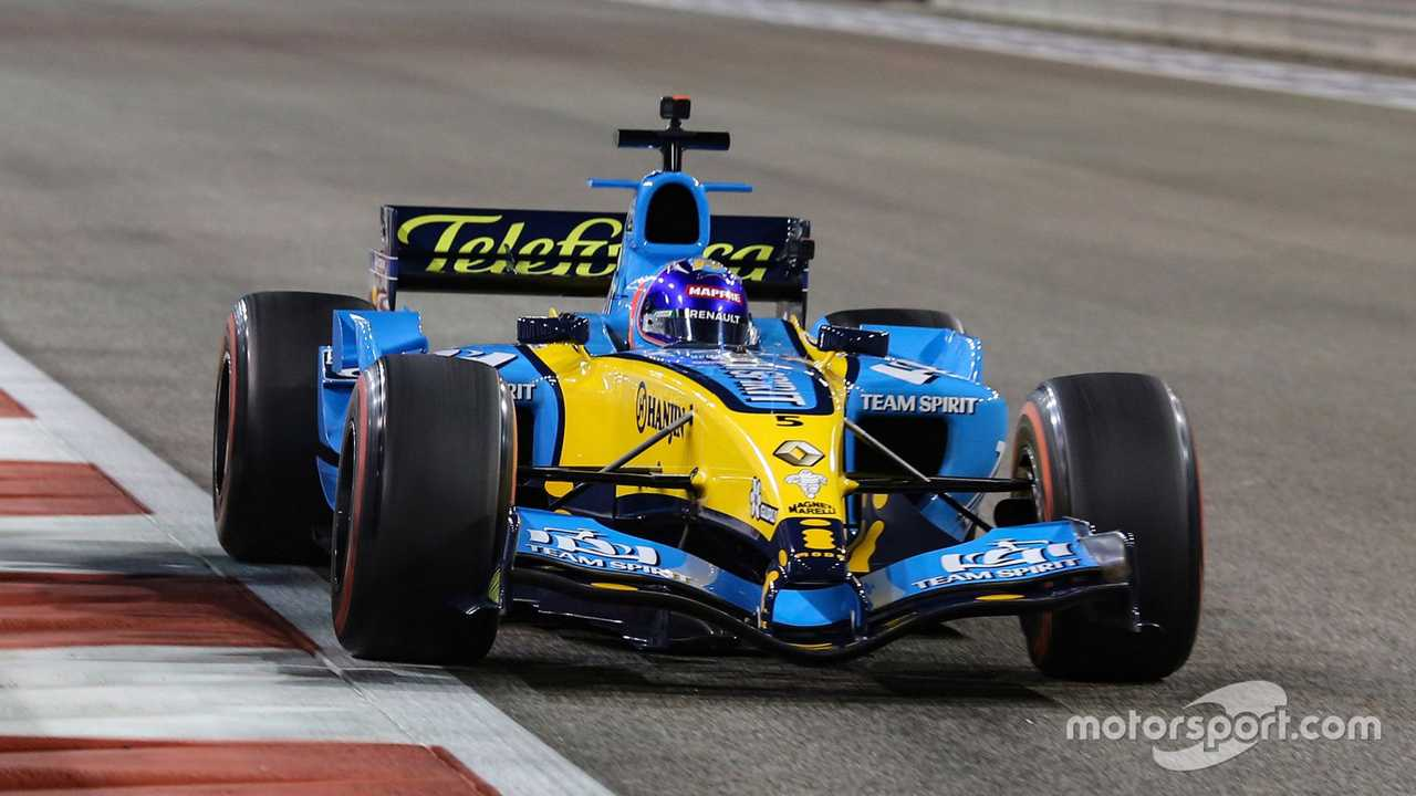Fernando Alonso with the 2005 Renault R25 at Abu Dhabi GP 2020
