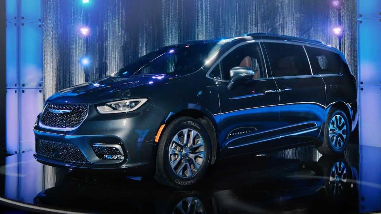 Chrysler Pacifica Hybrid Ad
