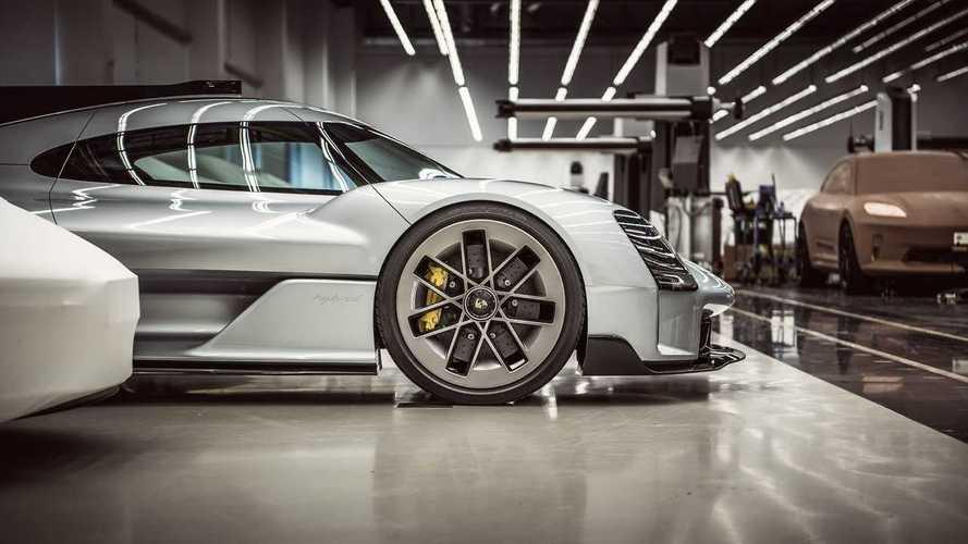 Porsche внезапно рассекретил 15 концептов. И электрический Macan