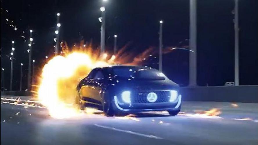 [Copertina] - Ritorno al Futuro, la Mercedes F 015 omaggia Doc [VIDEO]
