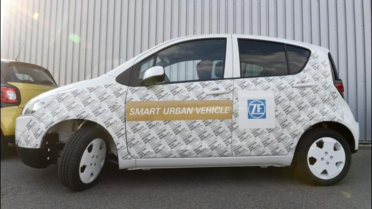 [Copertina] - ZF Smart Urban Vehicle, la citycar che gira su se stessa