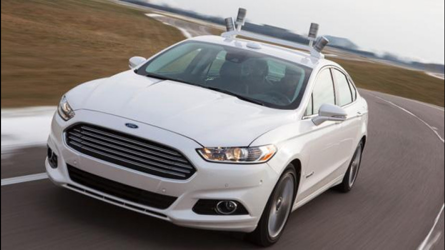 Ford Fusion Hybrid guida da sola