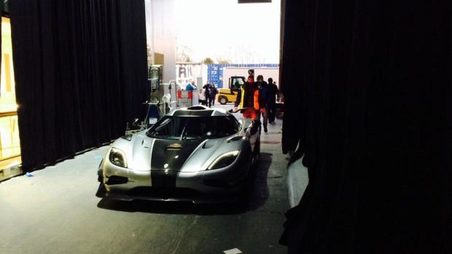 First Koenigsegg One:1 video, filmed arriving in Geneva
