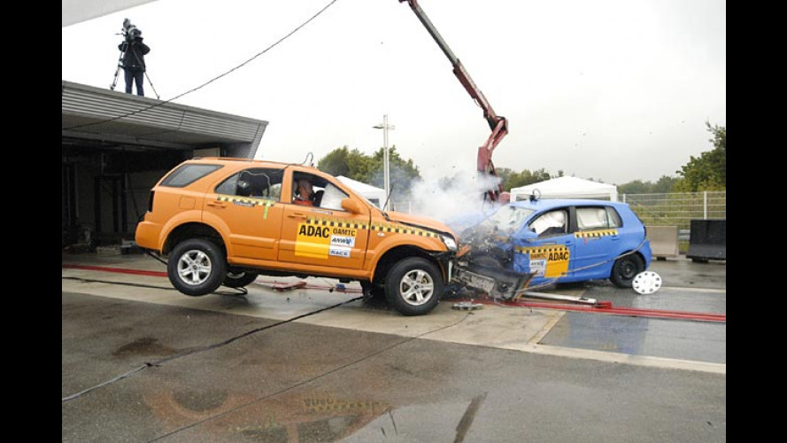 ADAC-Crashtest 2004: Offroader machen Kleinholz aus dem Golf