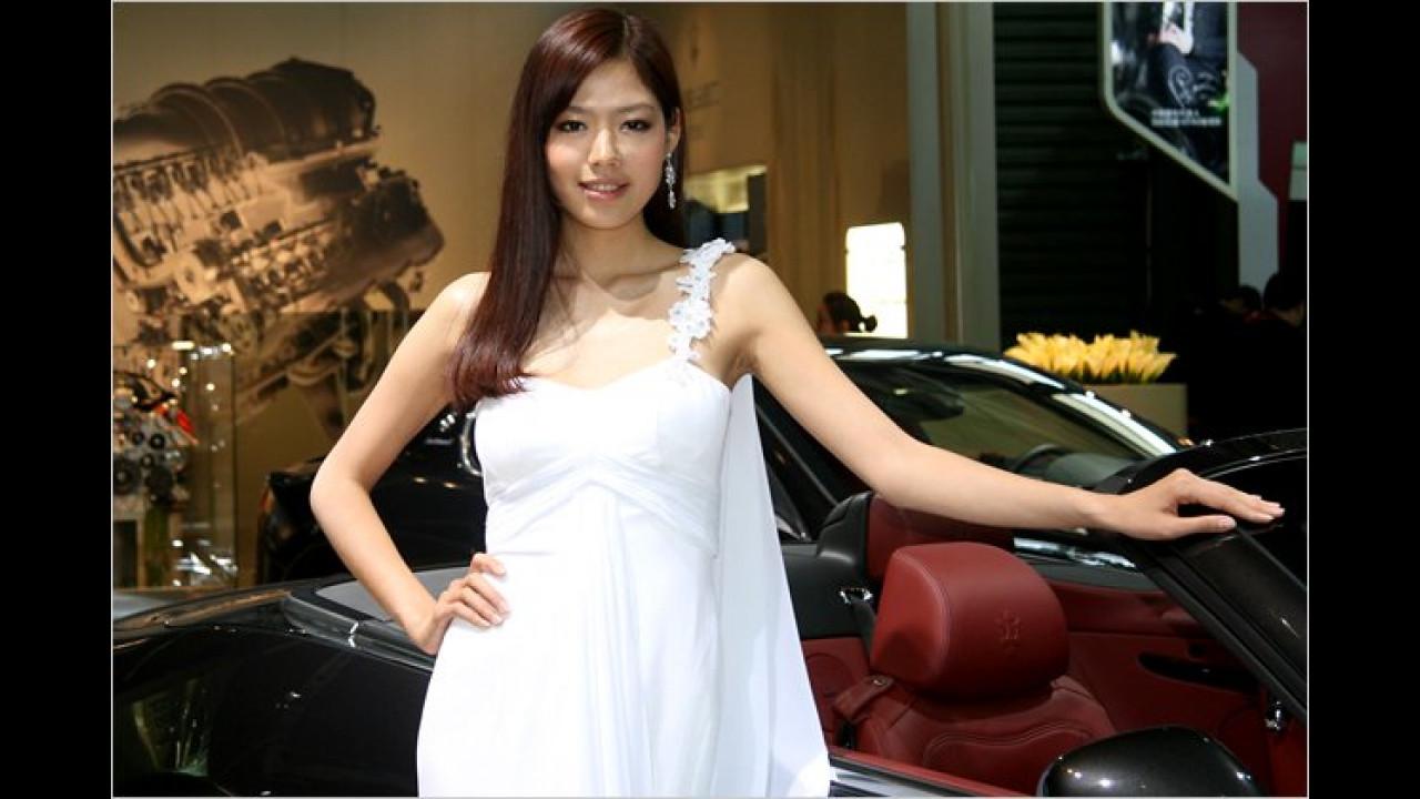 Hier wurde die Haarfarbe passend zur Innenausstattung des Maserati gewählt