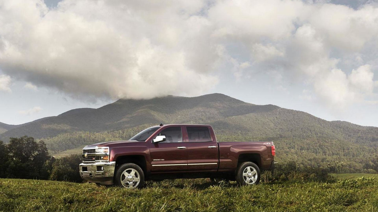 GM Will Keep Building Old Silverado, Sierra For Another Year