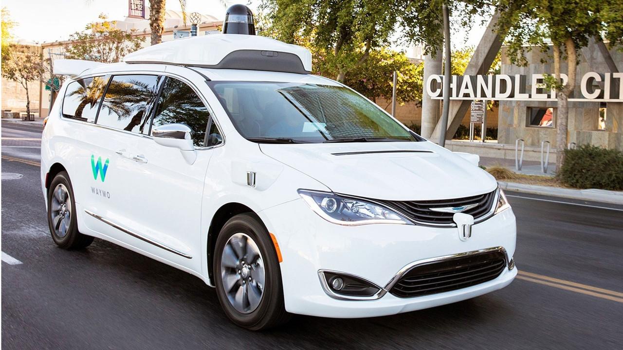 [Copertina] - Le auto di Google si guidano da sole senza nessuno a bordo