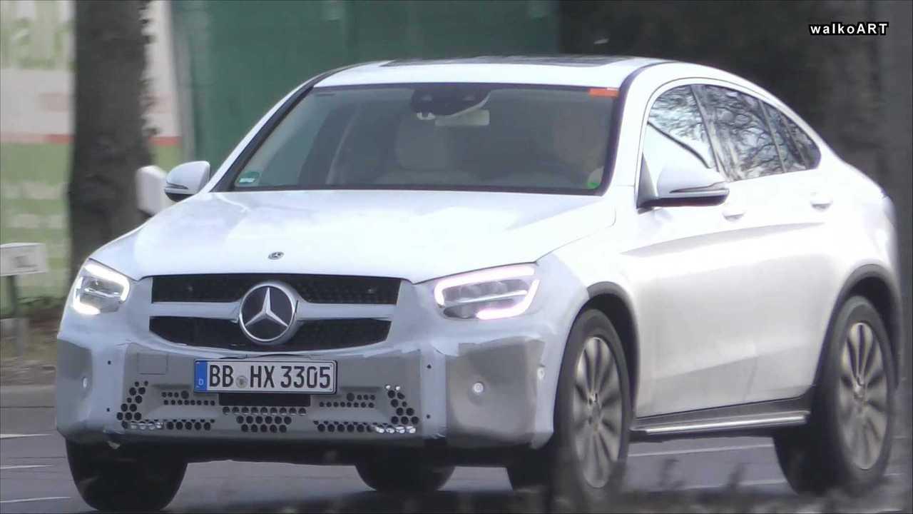 Mercedes GLC Coupe Facelift-Screenshot aus einem Spionvideo