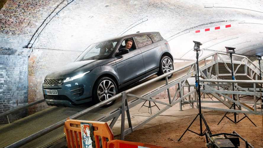Jamie Oliver and the new Range Rover Evoque | Motor1 com Photos