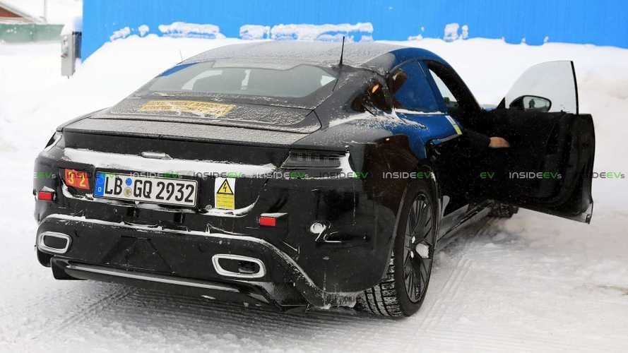 """Porsche Taycan, foto spia della """"Turbo"""" nei collaudi al freddo"""