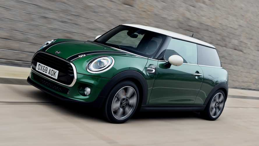 Mini Cooper 60 Years resgata pintura do automobilismo inglês por R$ 171.990