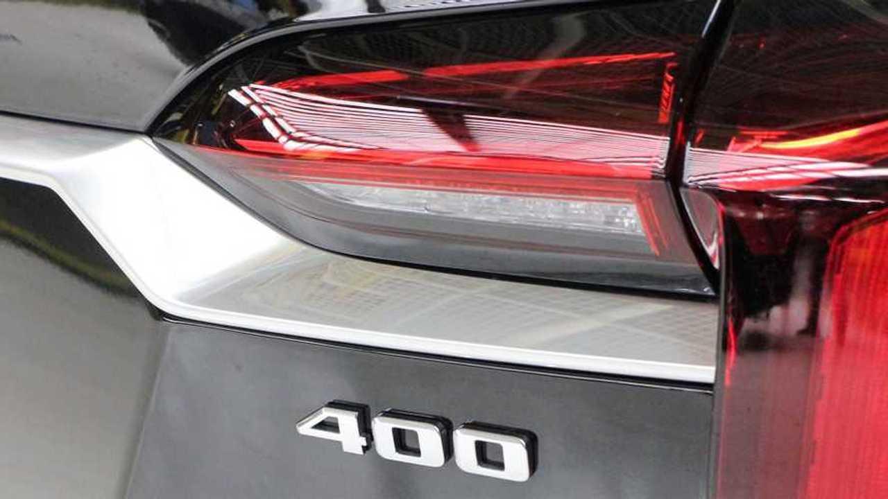 Cadillac XT6 With 400 Badge