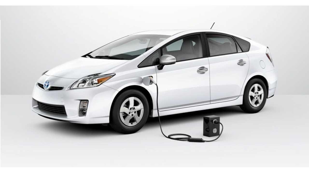 Toyota Starts a Plug-In War:  Claims Better Whole Life Costs Over Ampera/Volt In UK