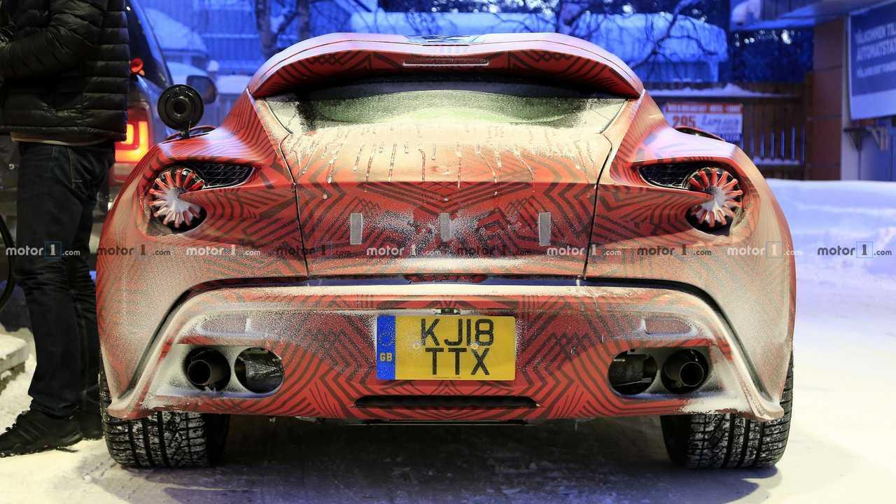 Photo d'espion de l'Aston Martin Vanquish Zagato Shooting Brake