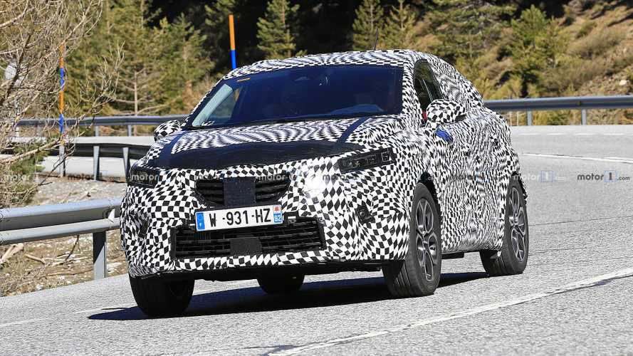 2020 Renault Captur spied keeping its secrets close