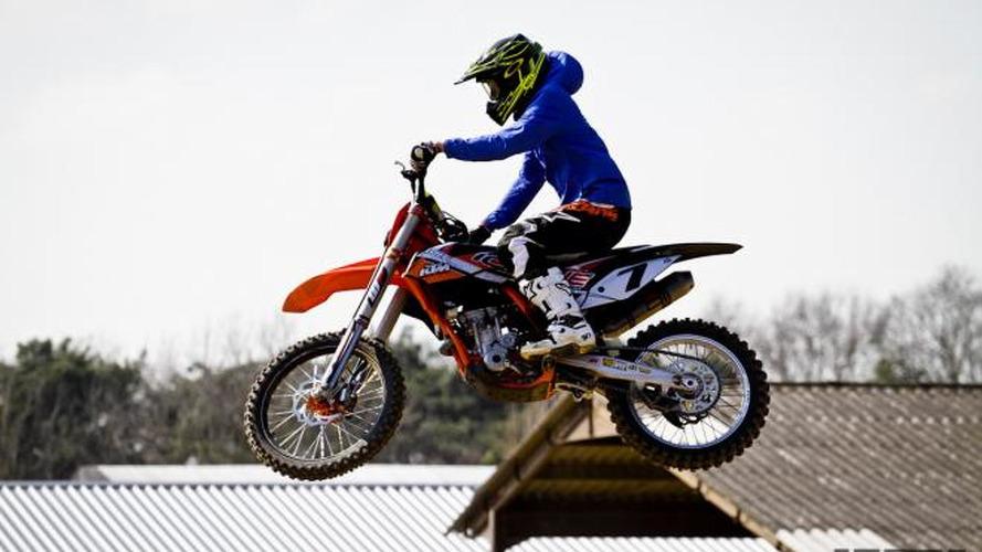 Raikkonen enjoys motocross during F1 break