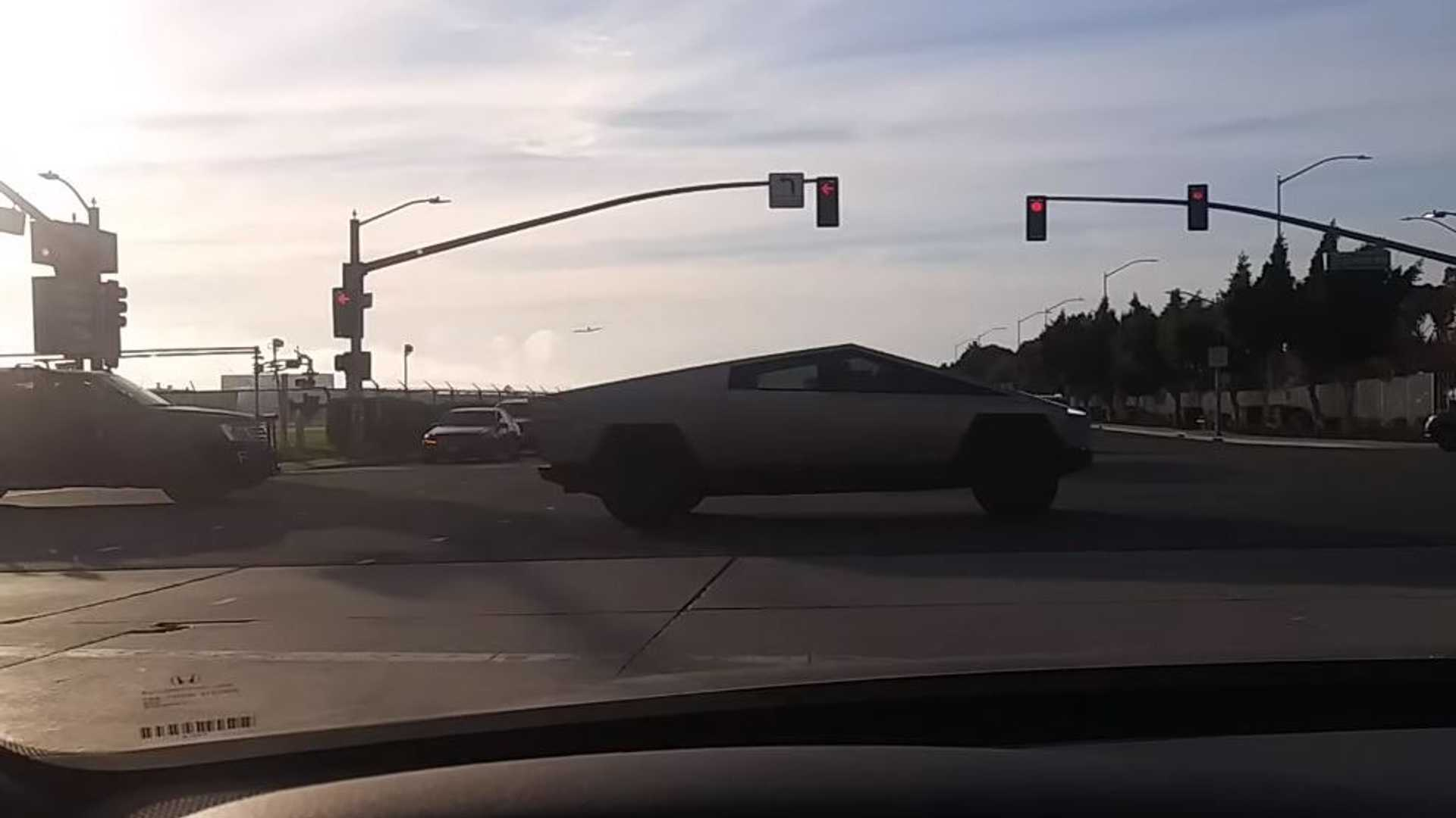 Watch Tesla Cybertruck Out-Accelerate Unsuspecting Challengers