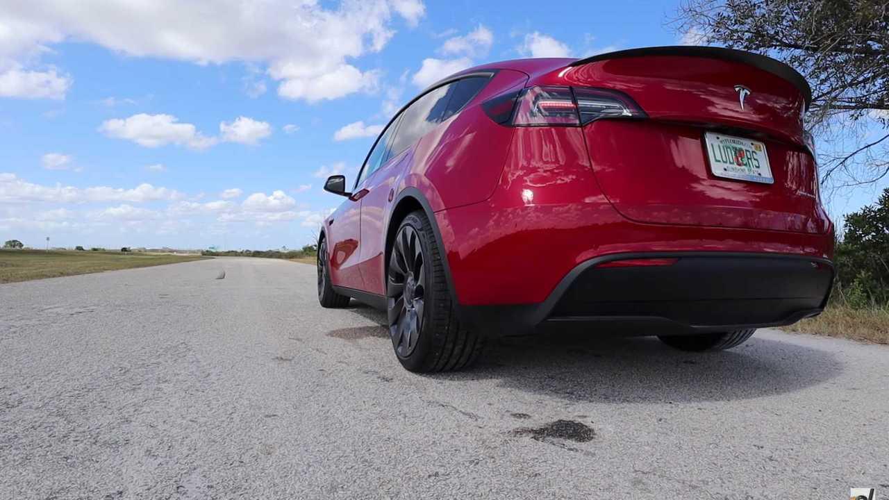 Tesla modell Y teljesítmény teszt