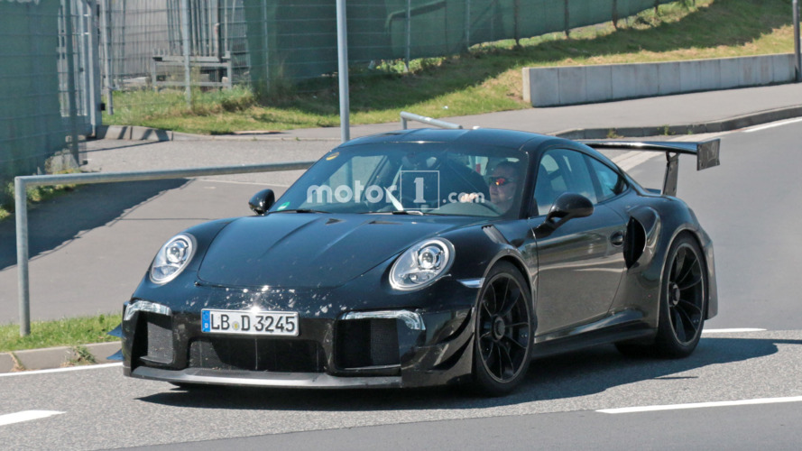 Porsche 911 GT2 RS mule tests a body to keep it running cool