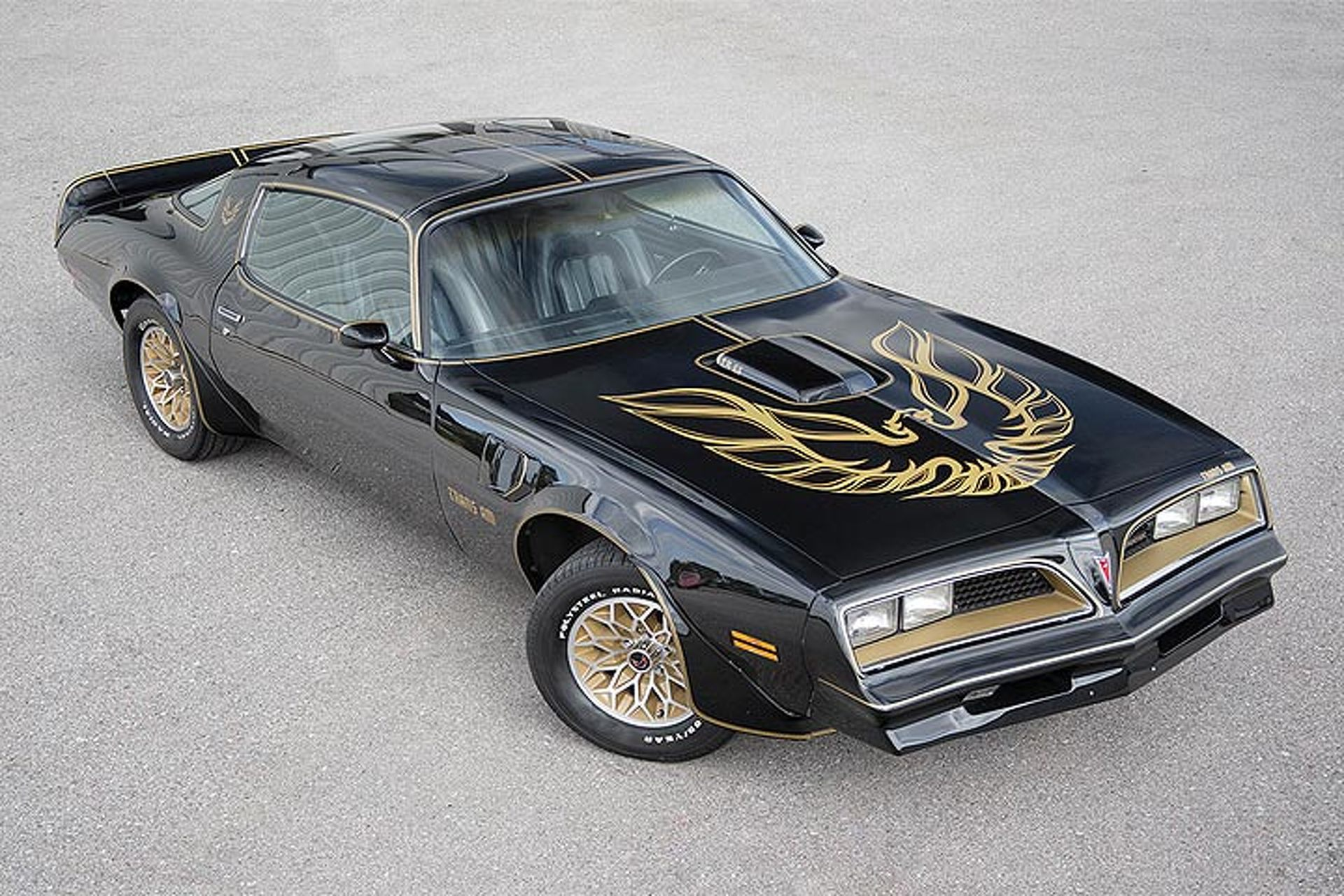 """""""Smokey and the Bandit"""" Pontiac Trans Am Sells for $550,000"""