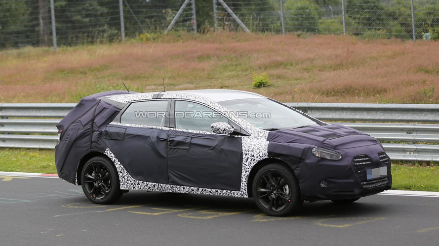 Facelifted Hyundai i40 CW prototype spied hiding more changes