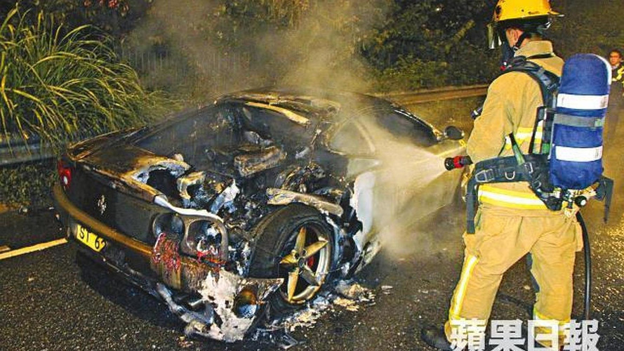 Ferrari 360 Modena burns in Hong Kong