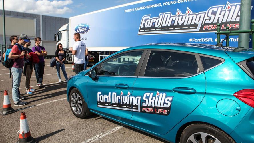 Ford Driving Skills for Life  - Fiatalokat tanít vezetni a Ford