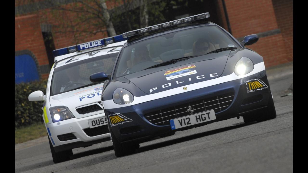 Una Ferrari alla Polizia inglese