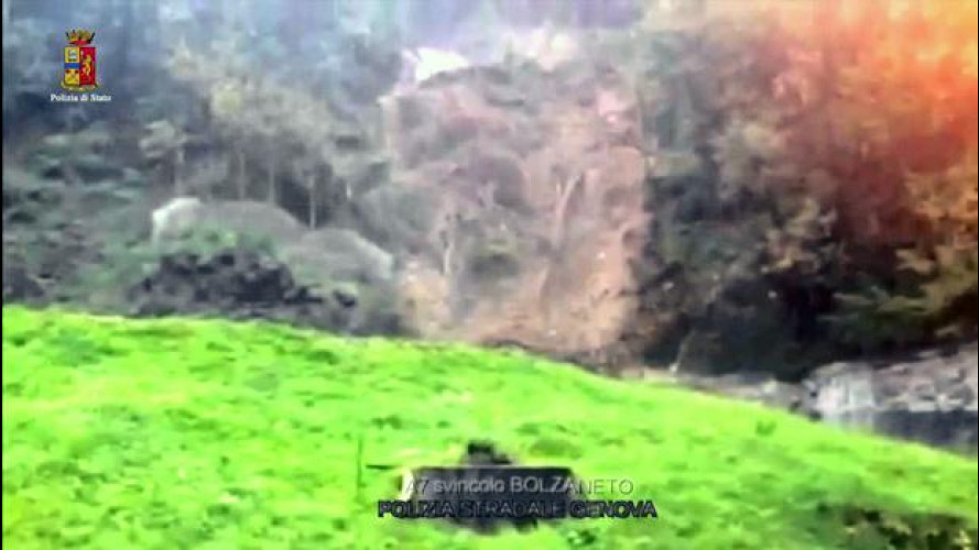 Maltempo Genova, l'impressionante frana sulla A7 a Bolzaneto [VIDEO]