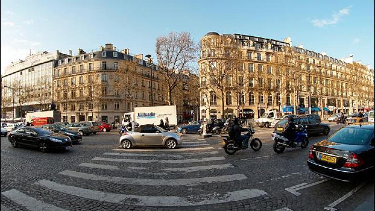 [Copertina] - Parigi ferma le auto più inquinanti