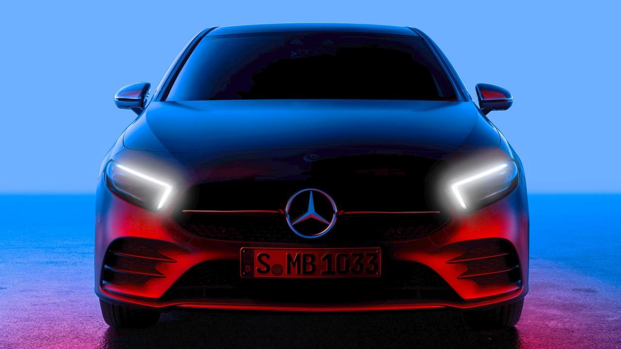 [Copertina] - Nuova Mercedes Classe A, la prima foto del frontale