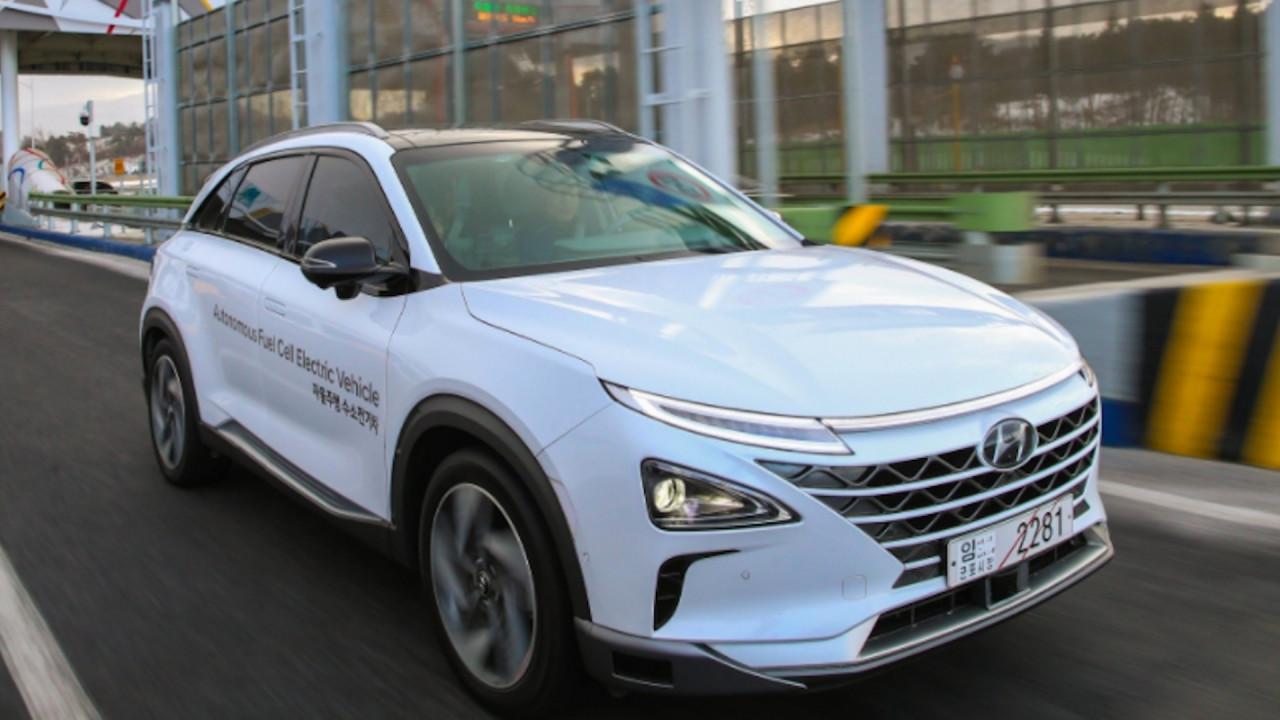 [Copertina] - Hyundai Nexo, guida (quasi) autonoma, a idrogeno