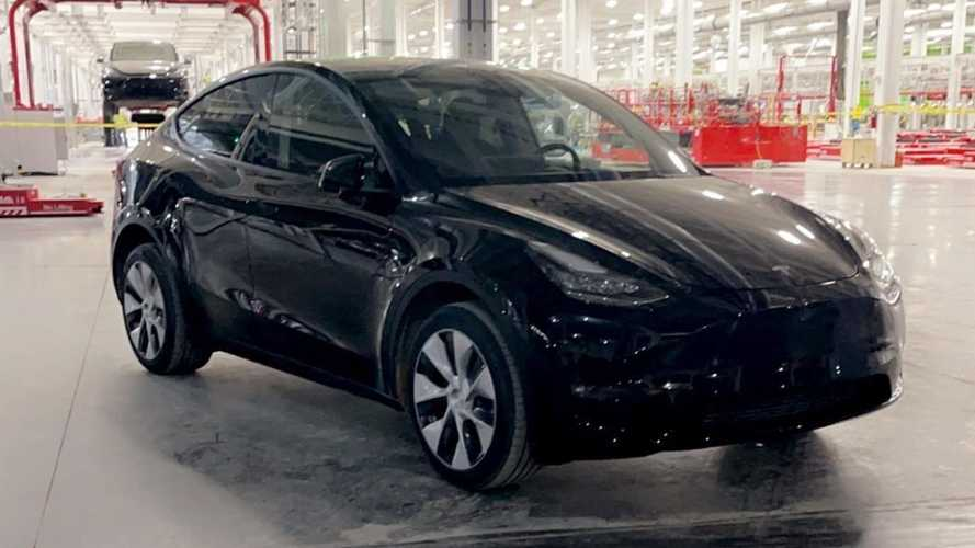 Report: First Pre-Production Tesla Model Y Seen At Giga Austin