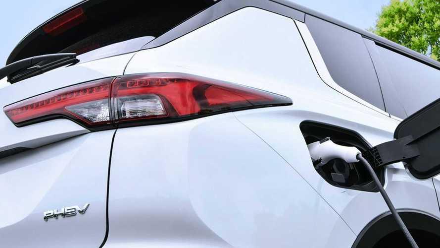 Новый Mitsubishi Outlander PHEV: 7 мест и увеличенный запас хода