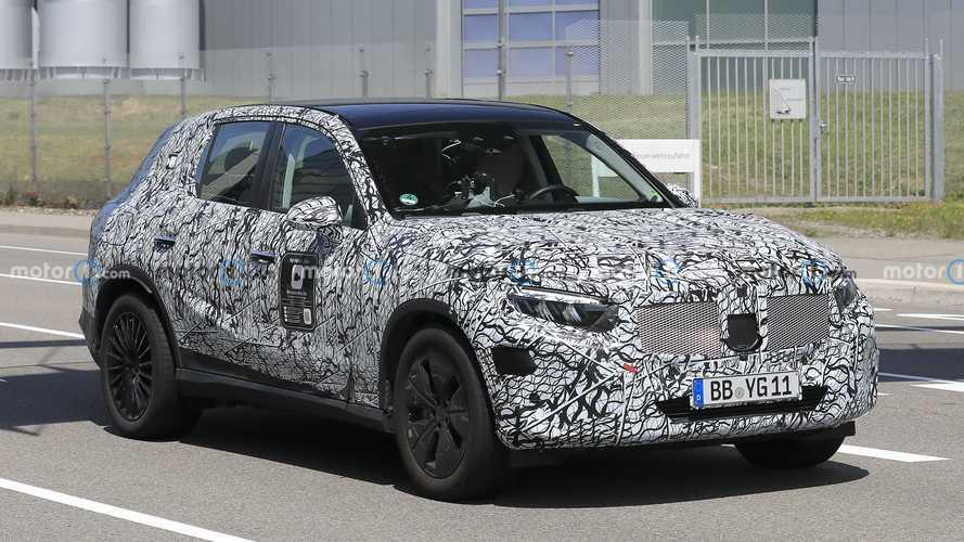 Nuova Mercedes GLC, le foto spia del modello in arrivo nel 2022