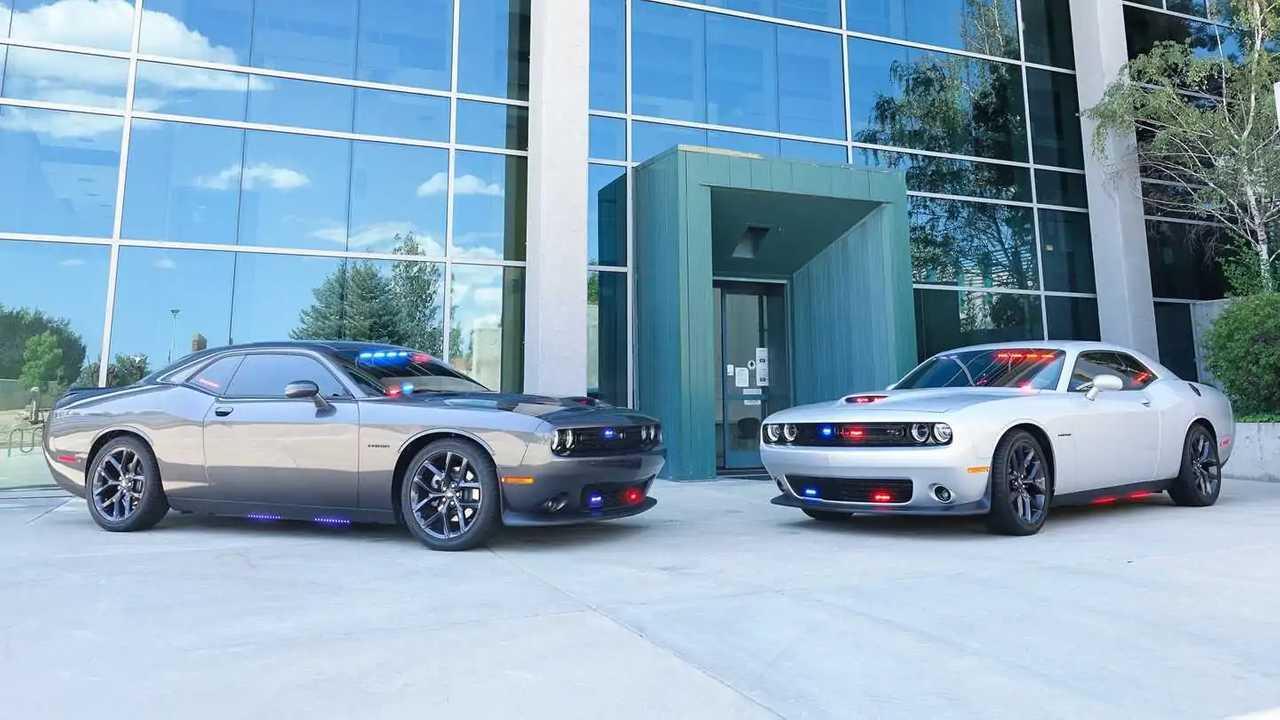 Полицейские Dodge Challenger R / T