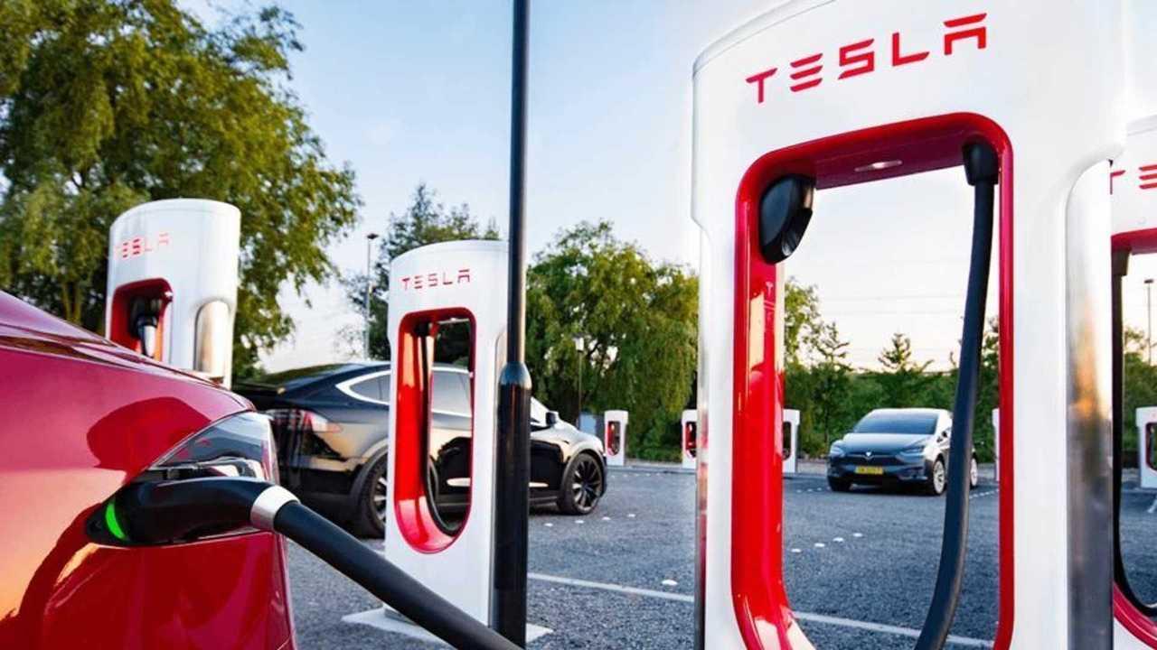 Teslas Supercharger der Version V3 werden auf 300 kW gebracht